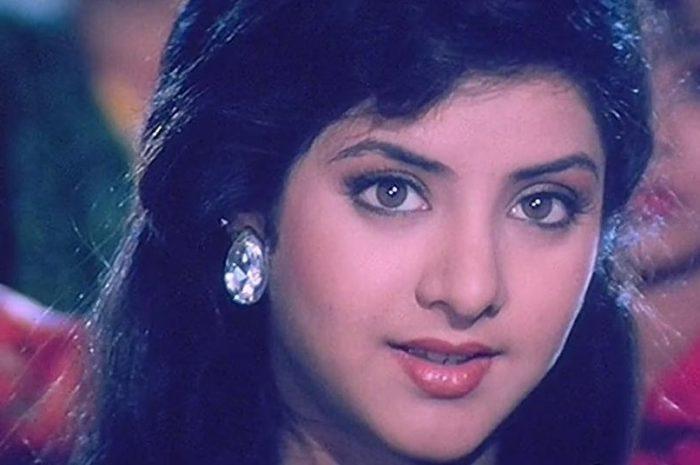 Top 10 songs of Bollywood Beautiful Diva Late Divya Bharti