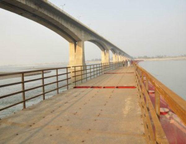 गाधी सेतु के समानांतर गंगा नदी पर पीपा पुल शुरु, मिलेगी जाम से राहत